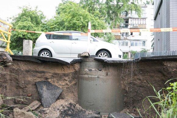 Kausto nerimas: Vilniuje tvarkomos gatvės iki kitos liūties?