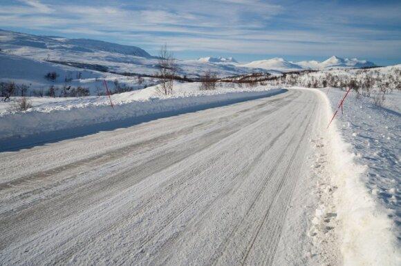 Kelių direkcijos vadovas: reikia suprasti – žiemą važiuosime ilgiau arba išvis nevažiuosime
