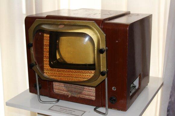 1949 metais pasirodęs sovietų televizorius KVN-49