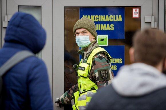 """Šimašiaus patarėjas išdėstė, kaip Vilnius vakcinuotų visą Lietuvą: pirmiausia – pavėlintume """"Pfizer"""" antro skiepo laiką"""
