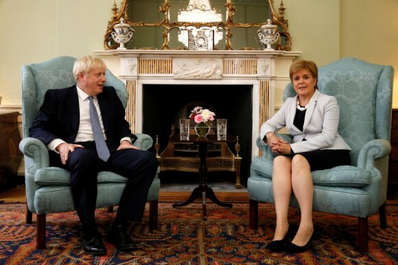 Borisas Johnsonas, Nicola Sturgeon
