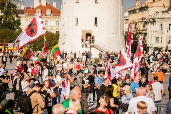 """Организаторы марша семей объявили резолюцию: отозвать """"паспорт возможностей"""" и троих министров"""