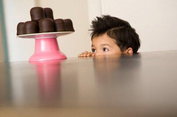 Kaip su vaikais susitarti dėl saldumynų: šios taisyklės pravers jau viską išbandžiusiems