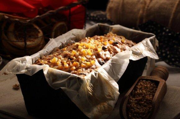 Kalėdoms – džiovintų vaisių pyragas (brandinti kelias savaites)