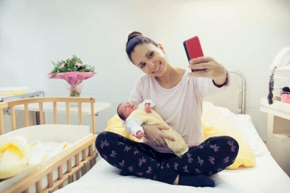Patyrusių mamų patarimai pirmą kartą gimdančiai moteriai