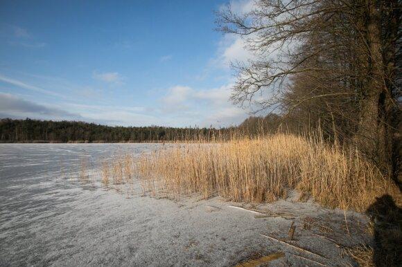 Užšalęs ežeras