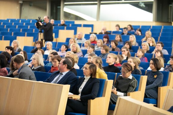 Į Švietimo ir mokslo komiteto posėdį susirinkę mokytojai