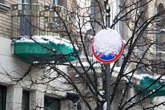 Apsnigti kelio ženklai Vilniuje