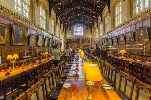 Kembridžo ir Oksfordo universitetuose vykstančios moksleivių stovyklos