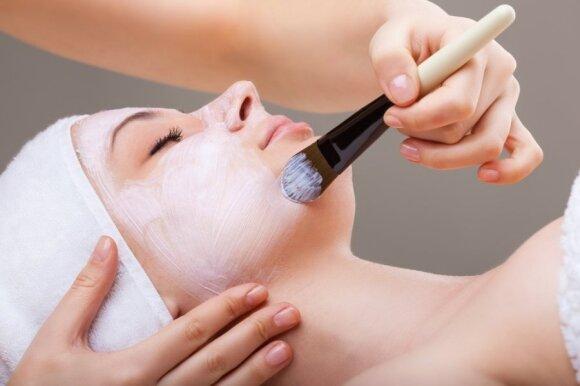 Specialistė įvardijo didžiausias moterų klaidas prižiūrint odą