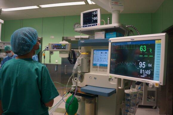 Gydytojas Pranculis operavo ir 3 dienų, ir šimtamečius pacientus: panevėžietis nesiliauja stebinti Lietuvos