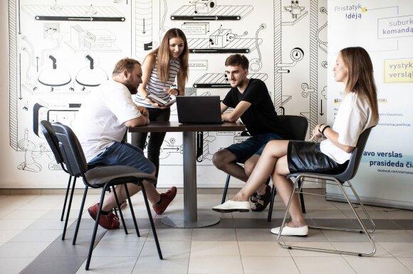 Darbdaviams baimę kelianti karta ateina dirbti: kas motyvuoja labiau nei pinigai
