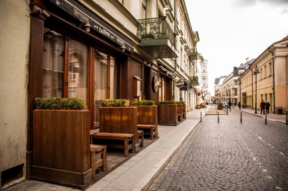 Dalijant lauko kavinių plotus – verslininkų įtarimai: sulaukė netikėtų siūlymų iš laimėjusių įmonių