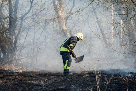 Ugniagesiai įspėja gyventojus apie pavojų: dalyje Lietuvos iki tragedijos – vos vienas žingsnis