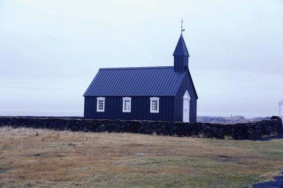 Medinės bažnyčios išsibarsčiusios po visą salą