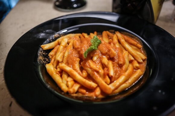 Maccheroni su brandinta rikota ir pomidorų salsa