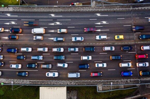 Nustatė, kokiu metu Vilniuje vairuoti neapsimoka labiausiai: per metus galima sutaupyti 8 val.