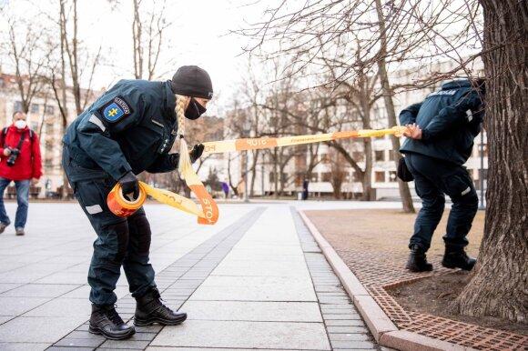 Policijos pareigūnams trūko kantrybė: piktai atkirto keistus argumentus dėsčiusiems ministrams