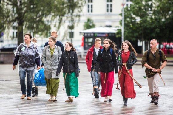 Folkloro ansamblių pasirodymai Vilniaus senamiestyje