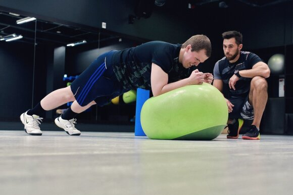 Kodėl pradedantiesiems sportuoti nevertėtų to daryti be asmeninio trenerio priežiūros