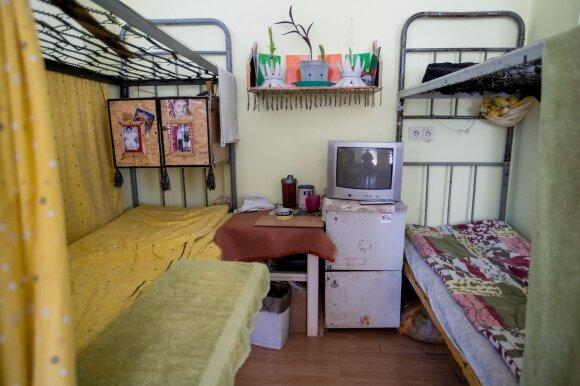 Bendrabučio tipo patalpos Marijampolės pataisos namuose – tokiomi sąlygomis gyvena daugiau kaip pusę tūkstančio kalinių