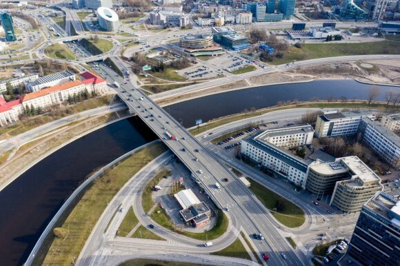 Eismas Vilniuje pirmos karantino dienos ryte