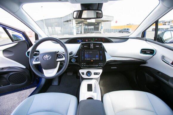 """""""Toyota Prius"""" pasižymi originaliu eksterjeru ir interjeru"""