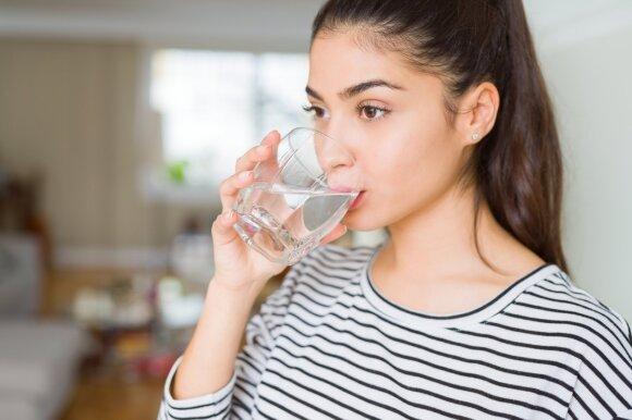 Vandens gėrimas