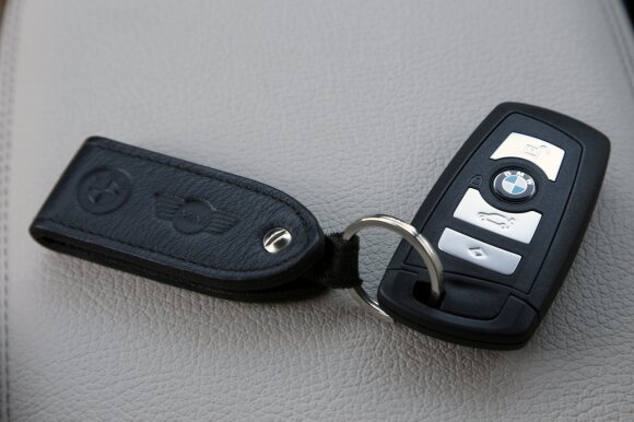 18-metį pražudęs girtas BMW vairuotojas skriejo 185 km/val. greičiu, bet išsisuko nuo kaltinimų žmogžudyste