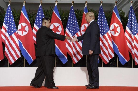 """Beprecedentis Trumpo ir Kim Jong Uno susitikimas: skelbiama apie """"didžiulius pokyčius"""""""