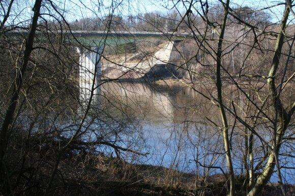 Neris ties Jonavos tiltu