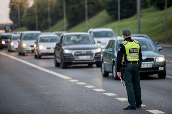 Policijai liepta šiemet nubausti trečdaliu daugiau vairuotojų, pareigūnai žinią neigia