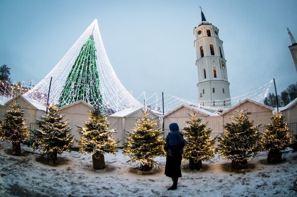 """Miestų kalėdines dekoracijas išdėjo į šuns dienas: viskas panašėja į """"suneštinį balių"""""""
