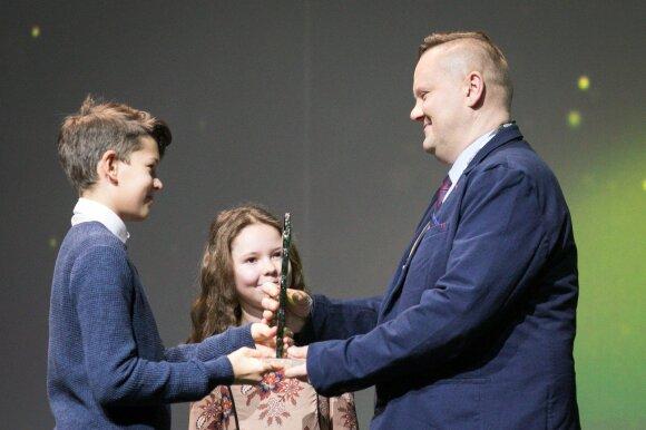 """Išdalinti iniciatyvos """"Idėja Lietuvai"""" autorių apdovanojimai"""