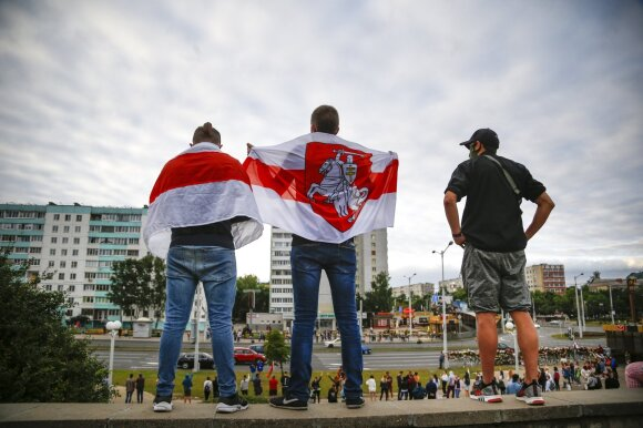 Minske – dar vienas neramus vakaras: pareigūnai panaudojo ašarines dujas, patvirtinta protestuotojo mirtis