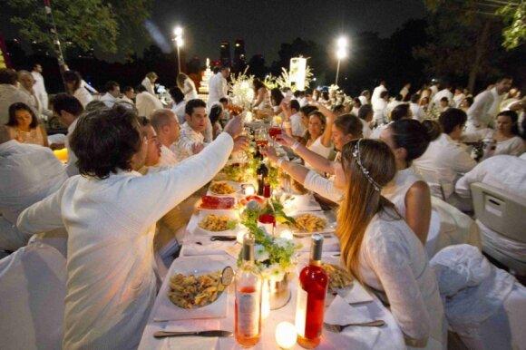 """Paslaptingą """"Vakarienę baltai"""" gaubia griežtų taisyklių šydas"""