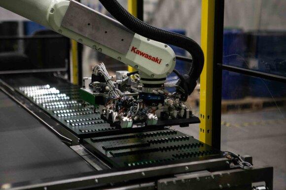 Dr. Bagdonavičius ramina skeptikus: robotai darbo iš žmonių neatims