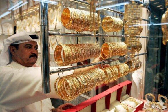 Kuveito juvelyras tvarko savo prekes