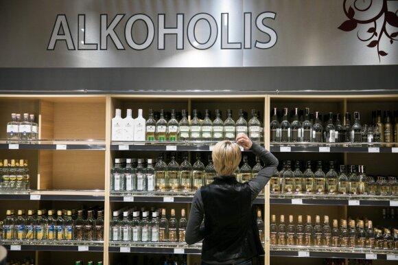 Pasienio alkoholio parduotuvės tebegyvuoja: akcizų didinimas – joms tik į naudą