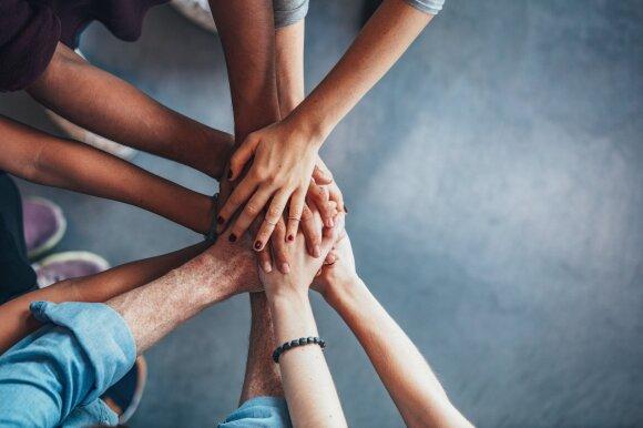 Kaip skirtingų kartų darbuotojams efektyviai dirbti kartu?