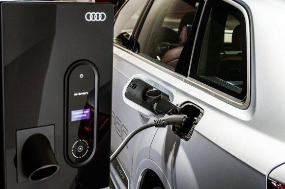"""Audi Q7 e‑tron quattro"""