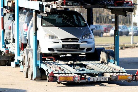 Kompensacijos ir mokesčiai už taršius automobilius – aiškėja planas, kas laukia vairuotojų