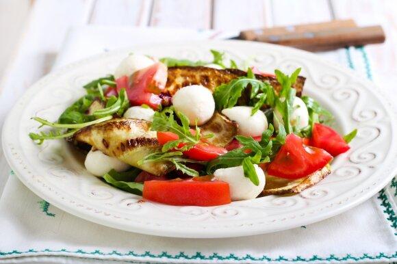 Cukinijų ir mocarelos salotos