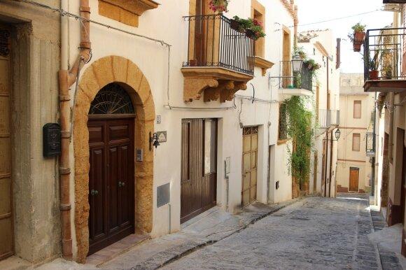 Namas už eurą Italijoje: pasiūlymų dar yra, bet būtina žinoti visas sąlygas