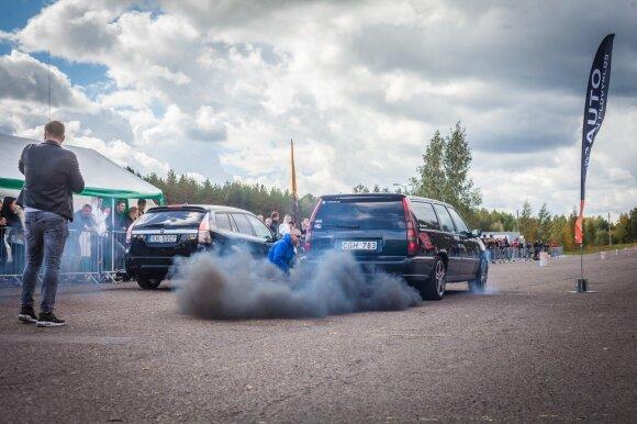 Švediškų automobilių entuziastų susitikimas Nemuno žiede