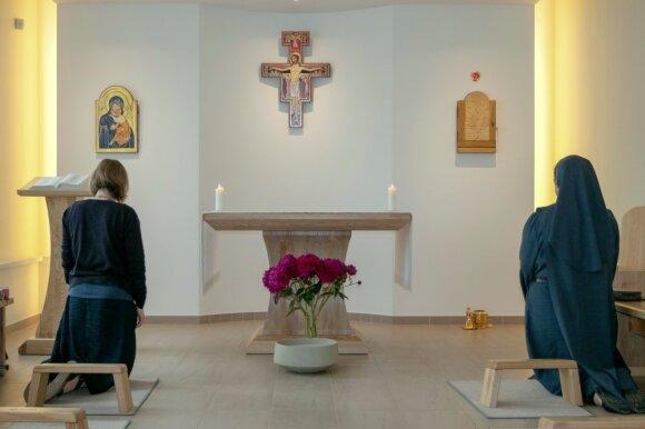 Keturios vienuolės per dvejus metus seną namą Utenoje pavertė moderniu vienuolynu: pasisvečiuoti kviečiamas kiekvienas