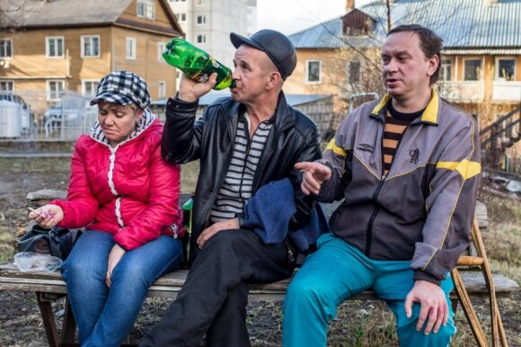 Deep inside Russia: A few questions that guys in Petrozavodsk backyard have for Lithuania
