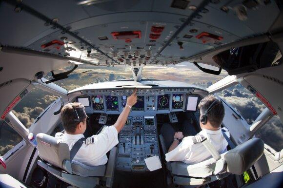 Pilotai papasakojo, į ką atkreipia dėmesį, kai jie patys būna lėktuvo keleiviai
