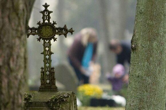 Girdite ar sapnuojate mirusius artimuosius? Kunigas paaiškino, kokie pavojai tame slypi
