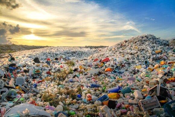 8 mitai apie plastiko perdirbimą: paaiškino, kodėl tai – tik paistalai